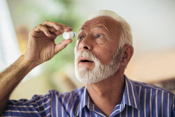 gospod simptome bolezni suhih oči lajša s kapljicami za oči